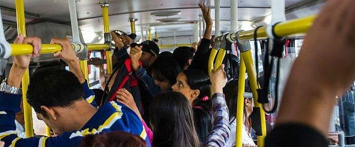 Mulheres são assediadas em ônibus, nas ruas e no ambiente de trabalho