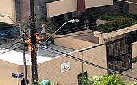 Vídeo: poste incendeia e assusta moradores na Ponta Verde