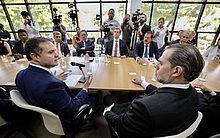 Ministro Dias Toffoli e governador Renan Filho em reunião sobre o Escritório Social