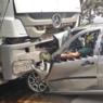 Motorista morre em colisão com carreta carregada de madeira