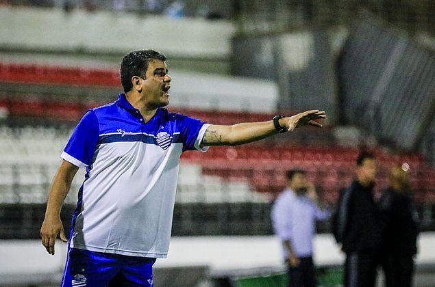 """Cabo prepara CSA ofensivo contra o Brasil-RS e afirma: """"Jogar por essa camisa"""""""