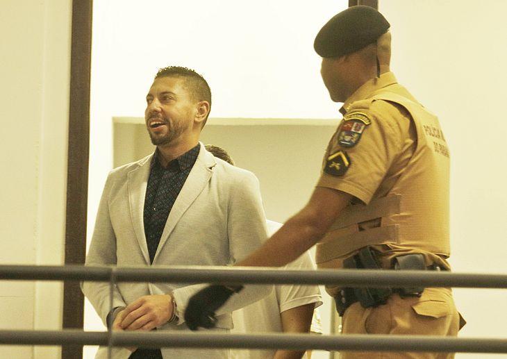 Edison Brittes chega para a audiência - Depoimento sobre o caso de assassinato do ex-jogador do São Paulo Daniel