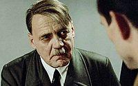 Bruno Ganz interpreta o nazista Adolf Hitler no filme 'A Queda' (2004)