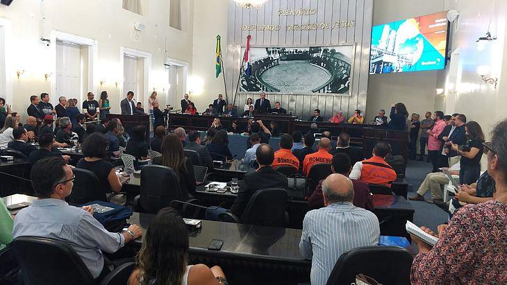 Plenário da ALE lotou para debate sobre o bairro Pinheiro