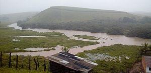 Rio Jacuípe está quatro metros acima do nível e ameaça transbordar