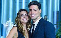 Cauã Reymond e Mariana Godlfarb aparecem aos beijos em viagem a Portugal