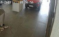 Vídeo mostra homens mexendo em coluna 1h antes de prédio desabar em Fortaleza