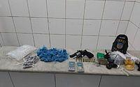 Homem em liberdade provisória é preso com revólver e drogas no Jacintinho