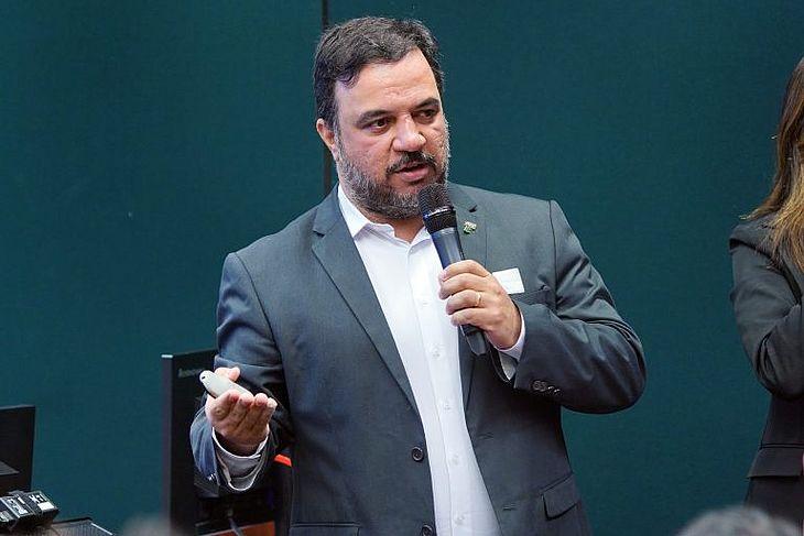 Representante do MEC, Weber Tavares afirma que não há concurso para esses profissionais porque a demanda é sazonal