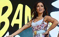 Anitta exibe o bumbum e rouba a cena em show na Virada Cultural