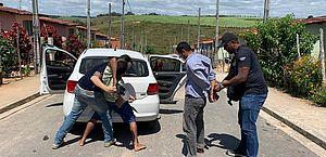 Em Marechal, dupla é presa acusada de homicídio por conta de uma sandália