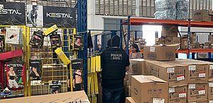 Polícia apreende 50 mil máscaras com preços abusivos vendidas em farmácias de Fortaleza