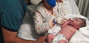 Bebê nasce com quase cinco quilos e chama atenção em hospital de SC