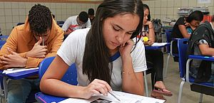 Covid-19: Estado anuncia que vai iniciar pagamento de auxílio a estudantes nesta semana