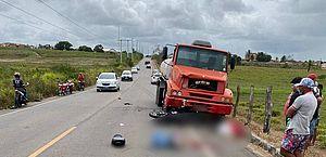 Motorista de caminhão invade contramão e deixa dois mortos na AL-115