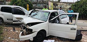 Motorista é ultrapassado, perde controle e bate em veículo no Gunga