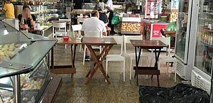 Homem morre em padaria e local continua funcionando com corpo no chão