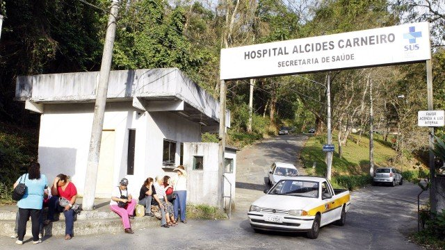 Jovem grávida é baleada após briga com policial em chá de bebê no Rio